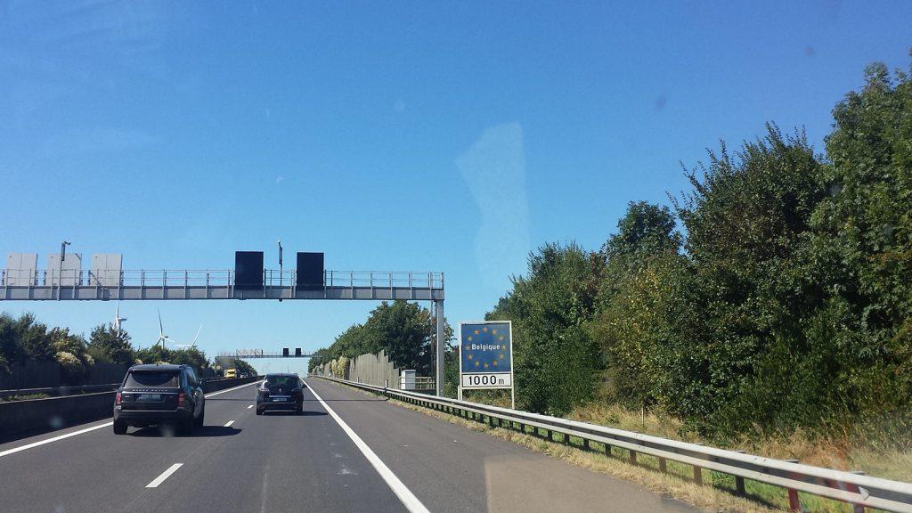 Grenze Luxemburg Belgien Autobahn Roadtrip Bulli