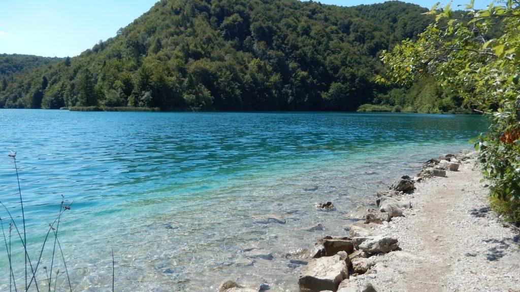 Fußweg am Westufer der Plitvicer Seen