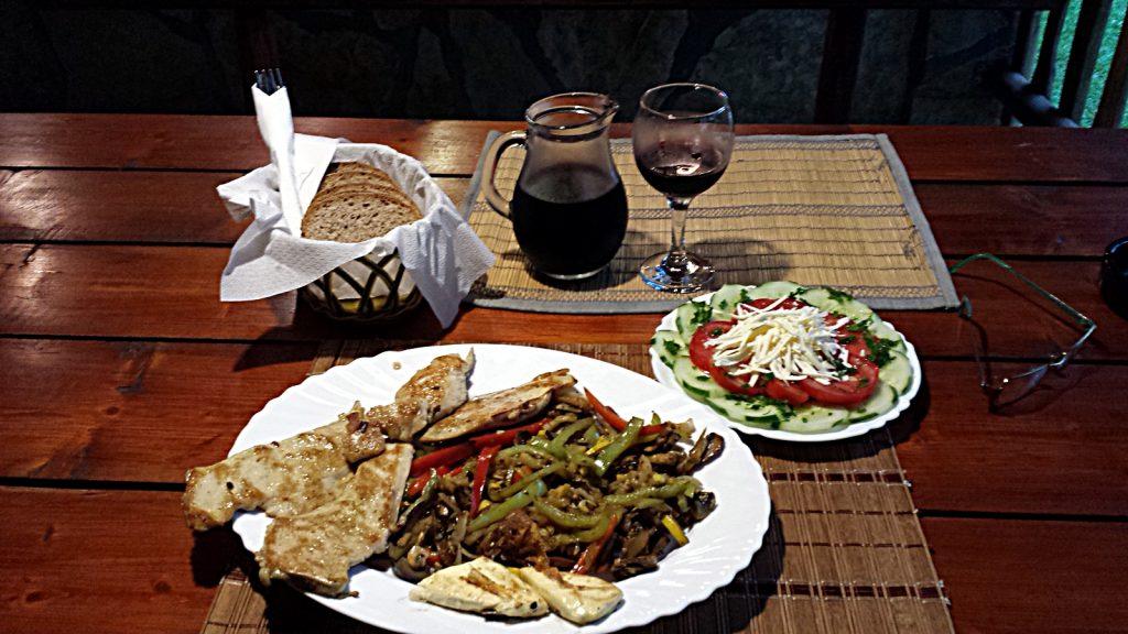 seh leckeres Abendessen im Autocamp Drina in Foca