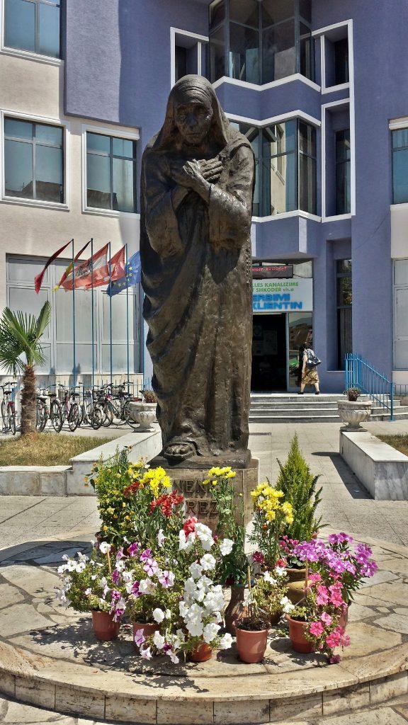 Mutter Teresa Denkmal Shkodra Shkoder Albanien