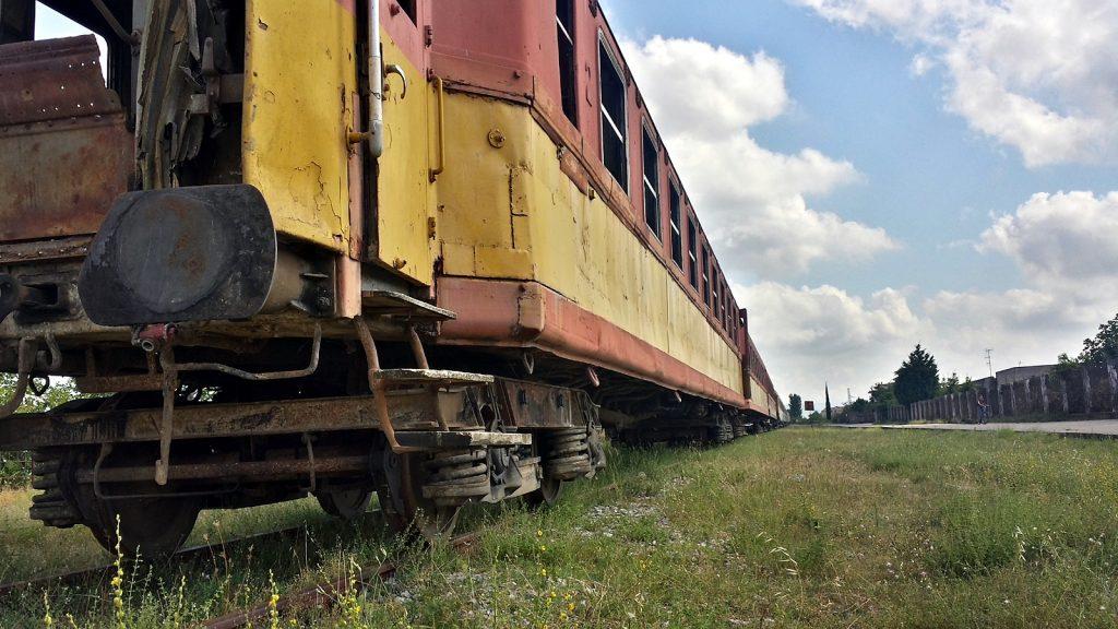 Abgestellter Zug: Eisenbahn in Albanien