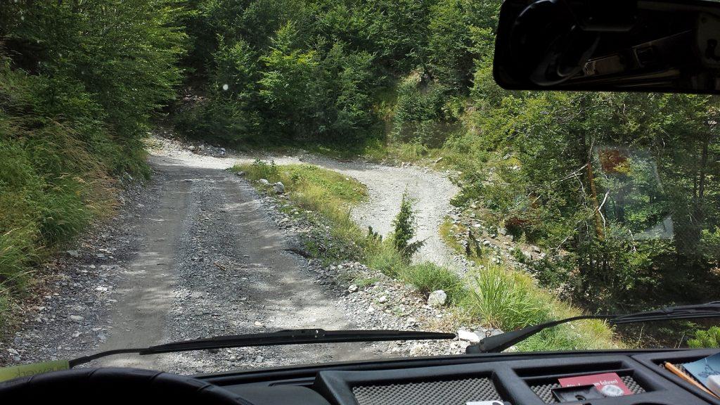 Enge Schotterpiste, Straße nach Theth, Bulli-Roadtrip Albanien 2016