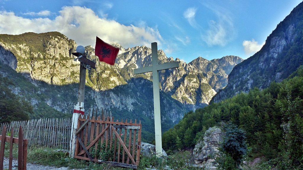 Bergpanorama, Albanische Flagge, Doppeladler, Albanische Alpen, Theth
