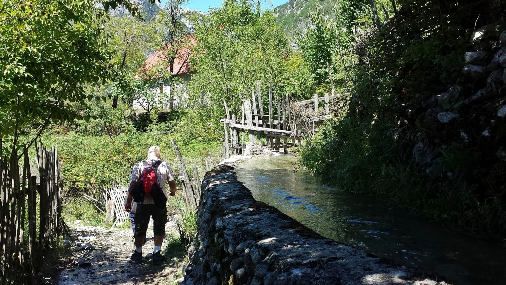 Bewässerungssystem in Nderlysaj, Theth, Albanien