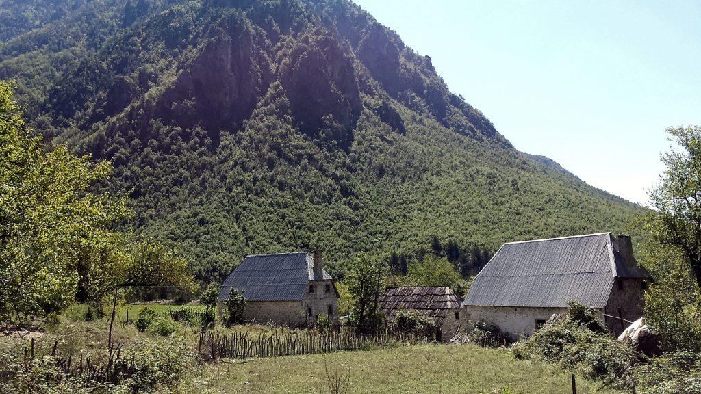 Das Dorf Nderlysaj, Theth, Albanien 2016