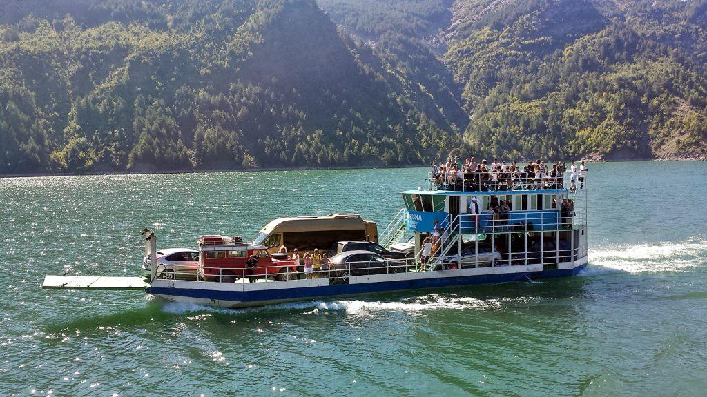 Fähre auf dem Koman-See, Albanien