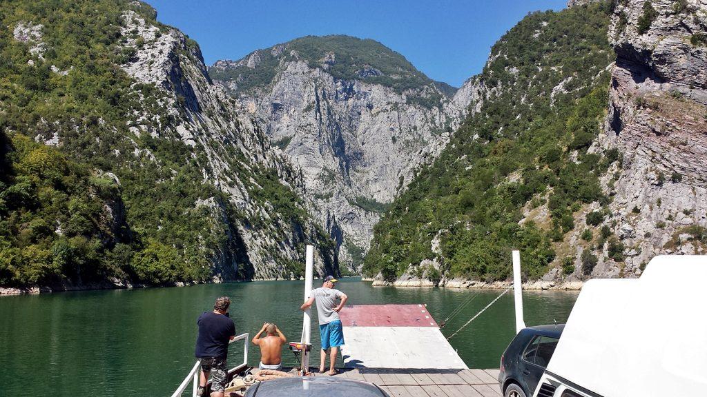 Enge Fjorde am Koman-See: Albanien