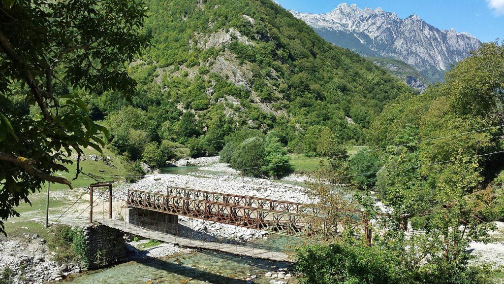 Klapprige Brücke in Albanien