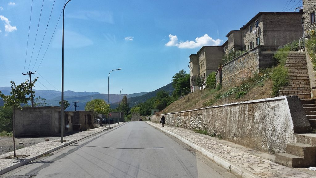 Saubere Straßen in Fushë-Arrëz