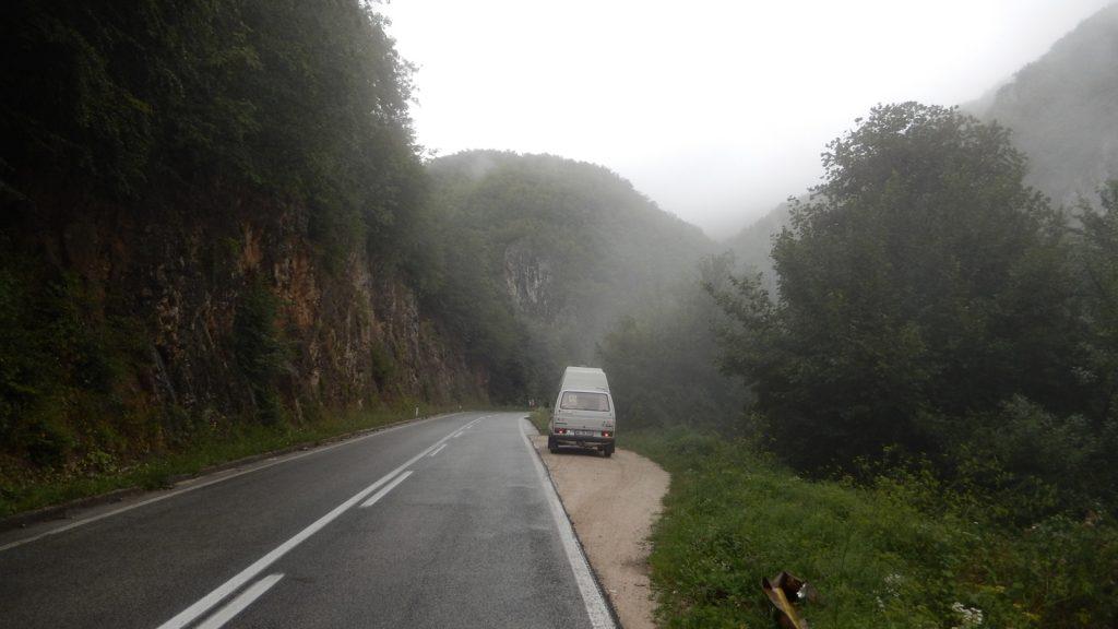 Schöne Berge, mieses Wetter entlang der M5 in Bosnien