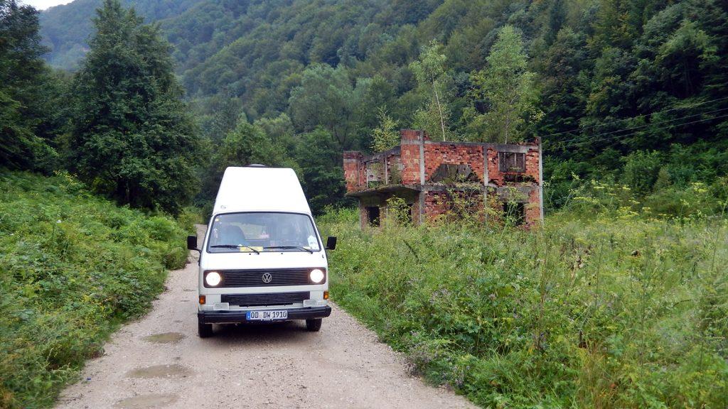 Bulli Kriegsruine Bosnienkrieg