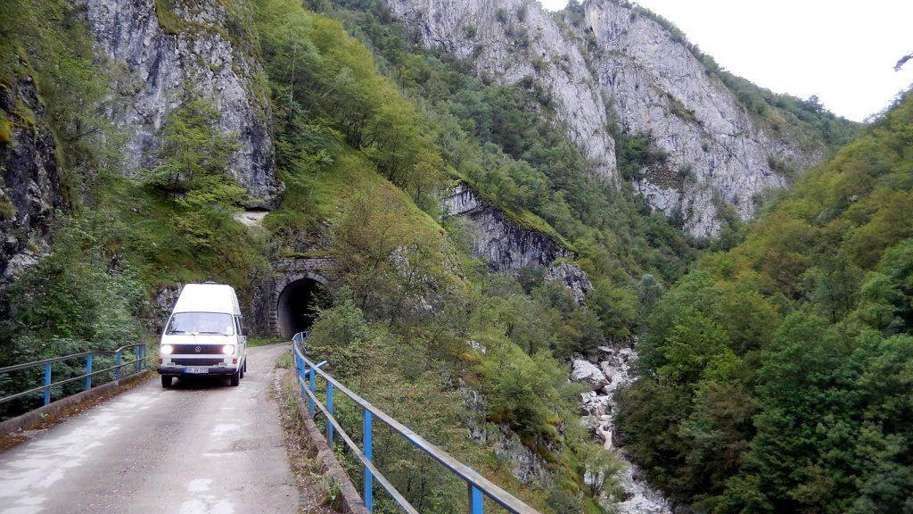 Bulli am Ende des Praca Canyon Bosnische Ostbahn heute unpassierbar