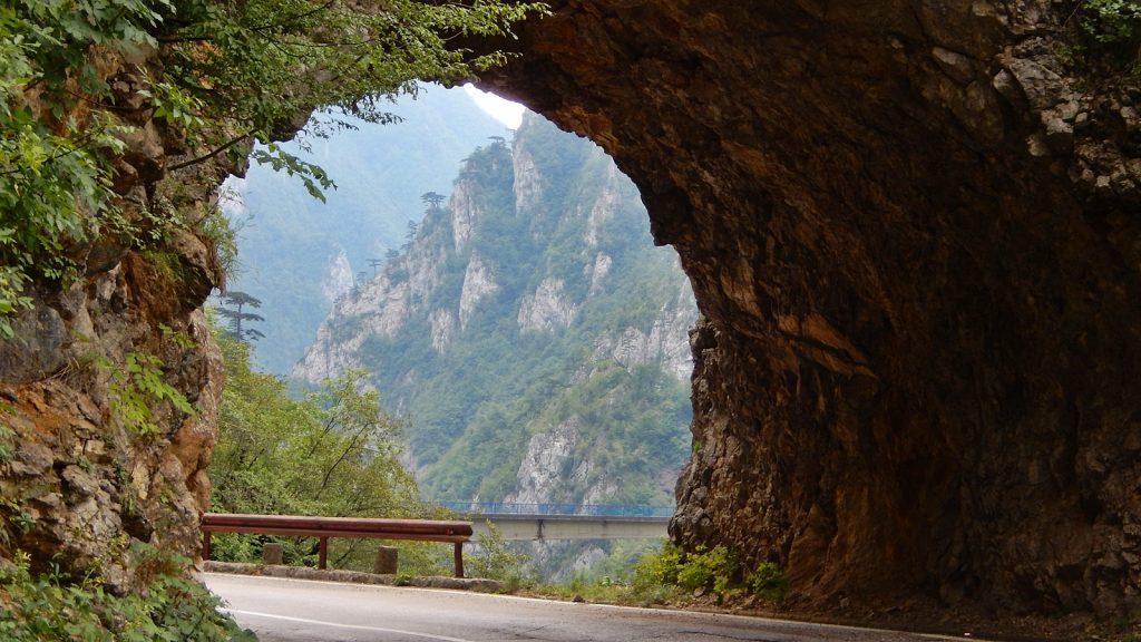 Traumstraße durch den Piva Canyon in Montenegro
