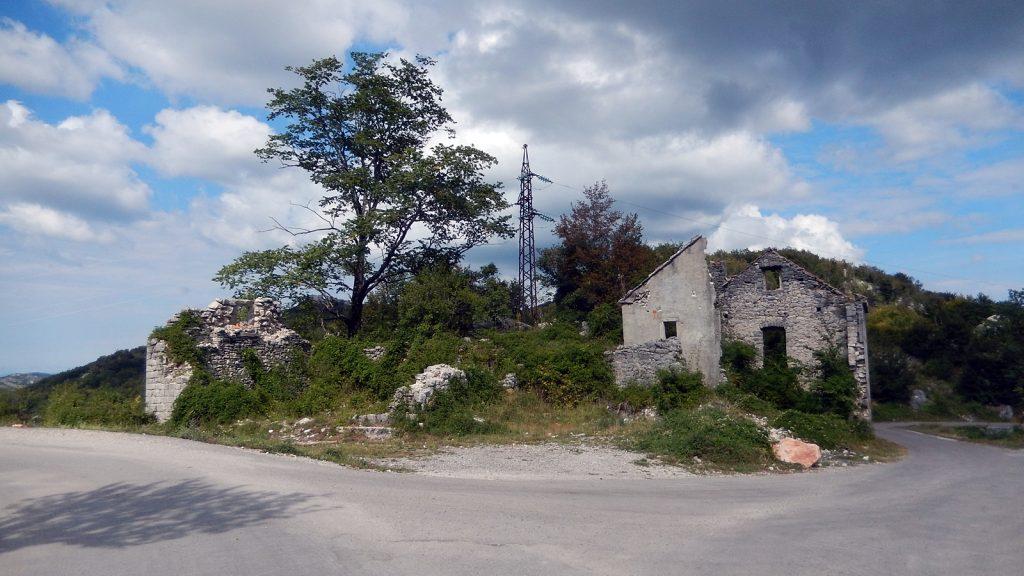 Ruine Wegegabelung Hochland Montenegro