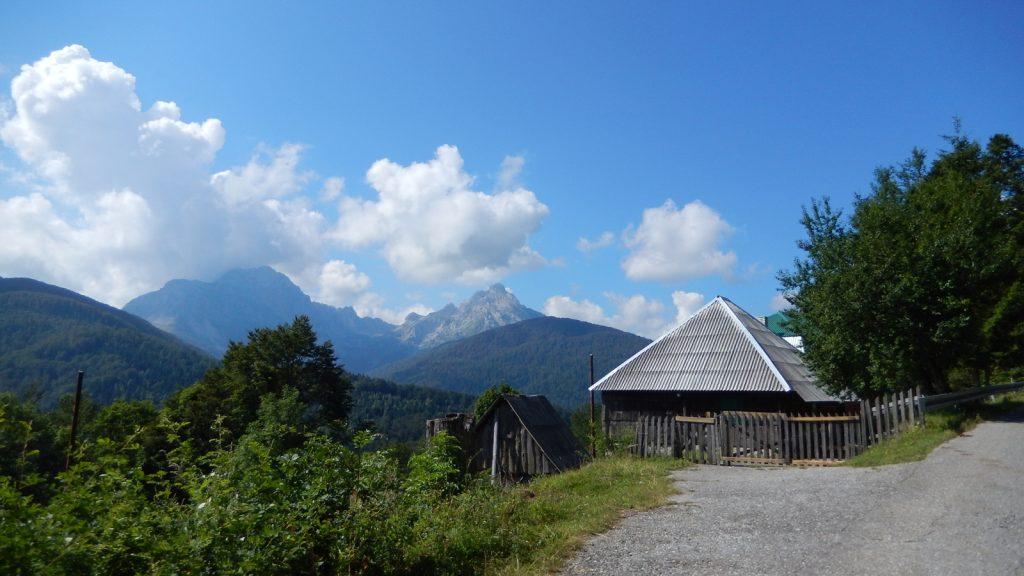 Roadtrip mit dem Bulli nach Albanien Albanische Alpen von Montenegro aus gesehen