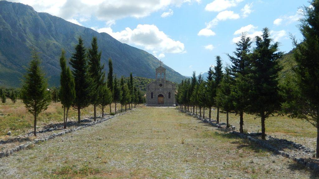 Kirche an der Straße nach Theth, Albanien