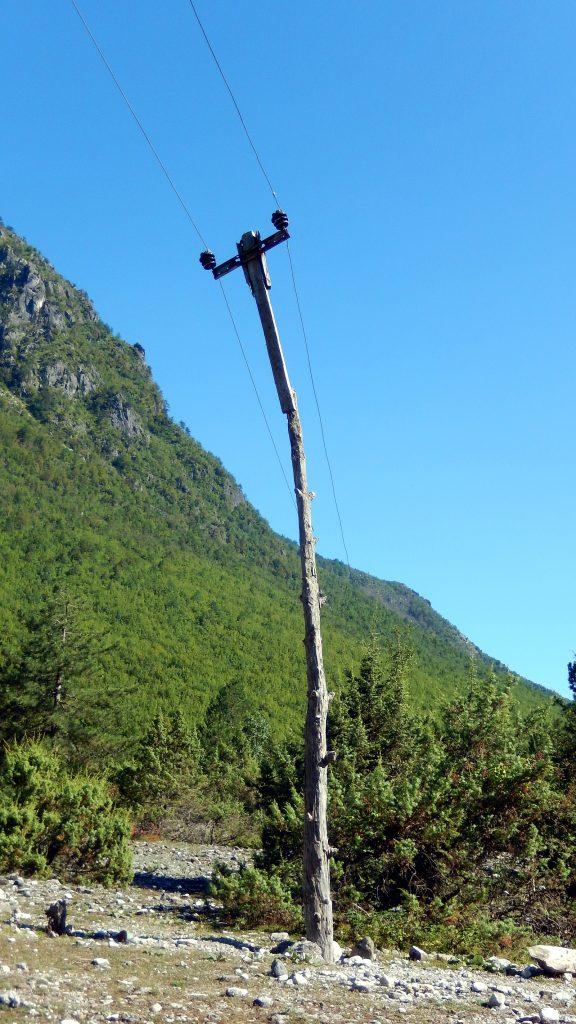 Improvisierter Strommast, Nderlysaj, Albanien