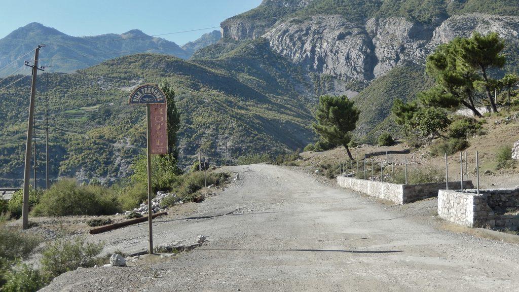 Straße zum Koman-See