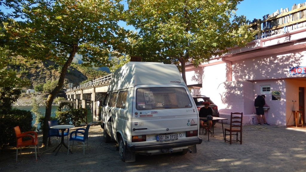 Bulli auf dem Campingplatz Natura, Koman, Albanien