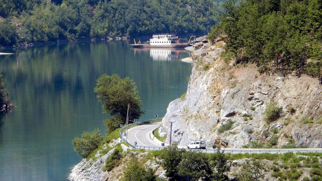 Alte Fähre Koman See Fierze Albanien