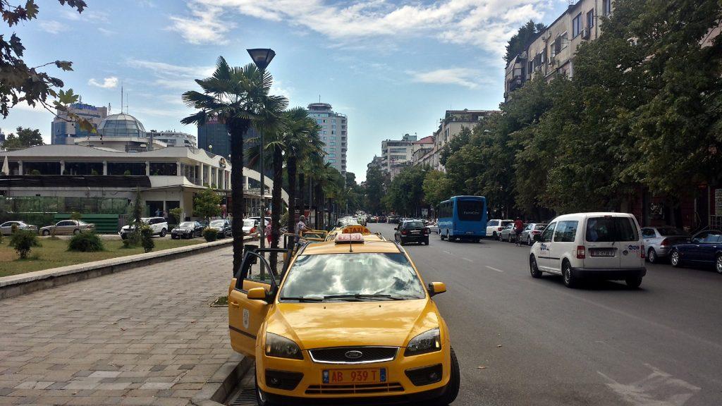 Gelbe Taxis in Tirana, Albanien