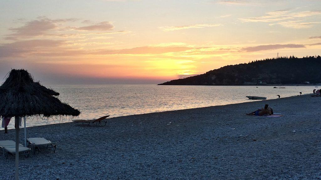 Sonnenuntergang am Livadhi-Strand
