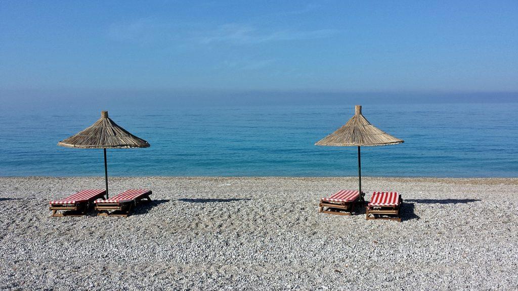 Menschenleerer Strand in Albanien, Livadhi Beach, Himare
