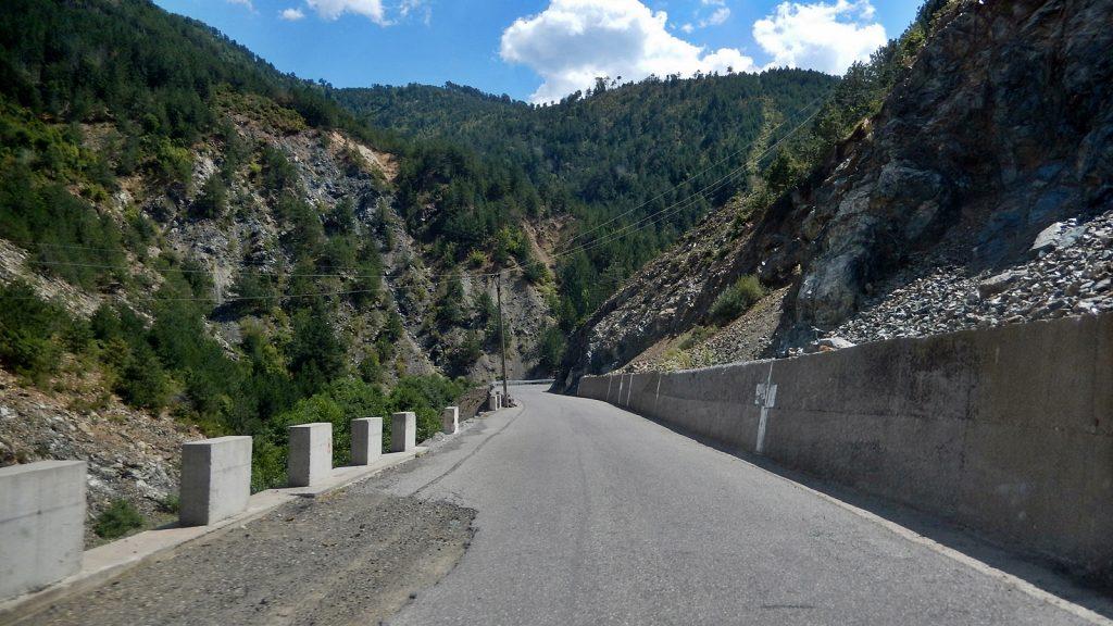 Alte Bundesstraße in der Nähe von Fushe-Arrez, albanien