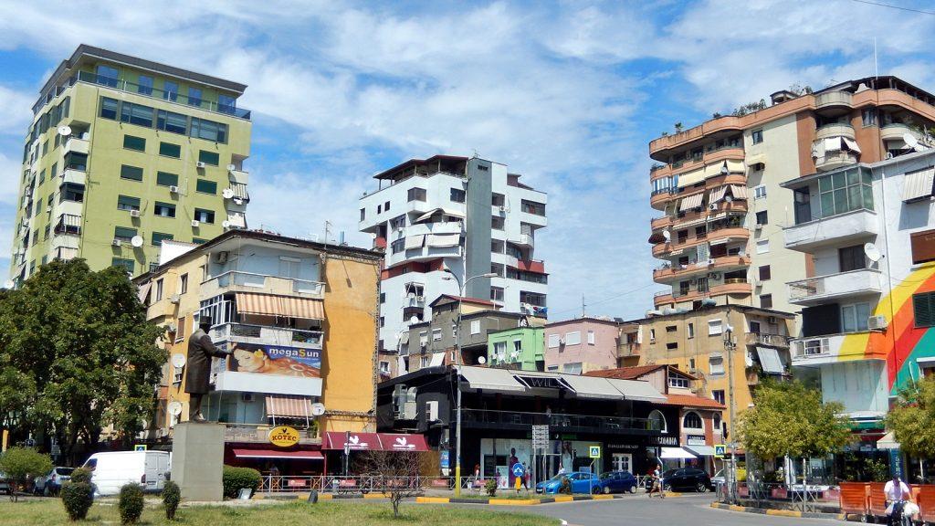 Bunte Häuser in Tirana, Albanien