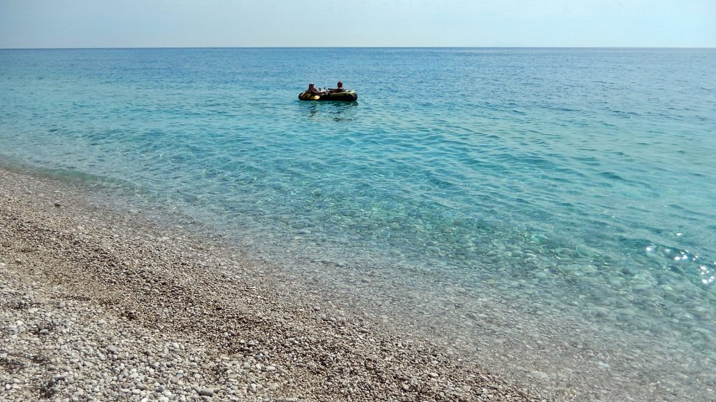 Klares, türkises Wasser: Mittelmeer in Albanien