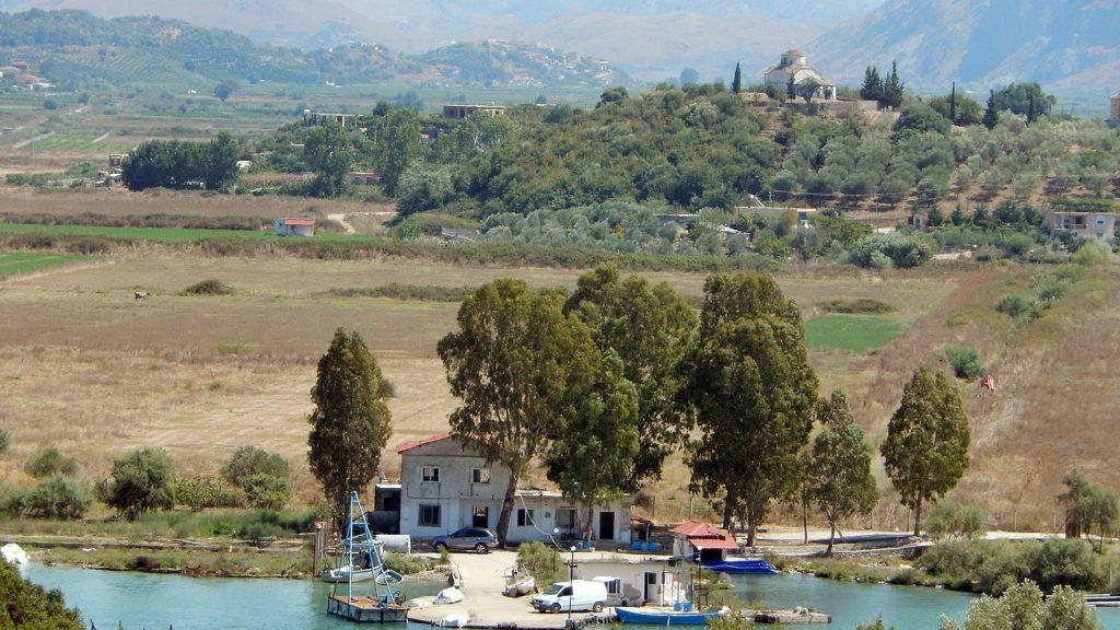 Orthodoxe Kirche auf der anderen Seite des Vivar-Kanals.