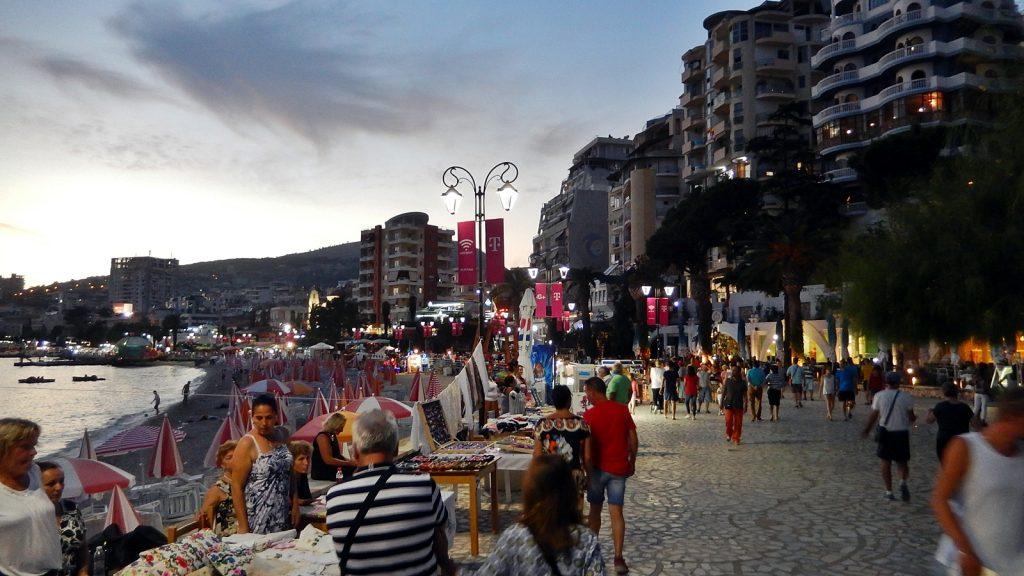 Gepflegte Promenade in Saranda