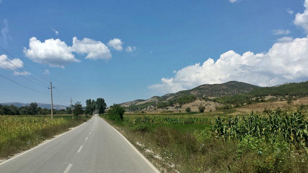 Roadtrip Bulli Albanien: Straße von Këlcyra nach Ballaban