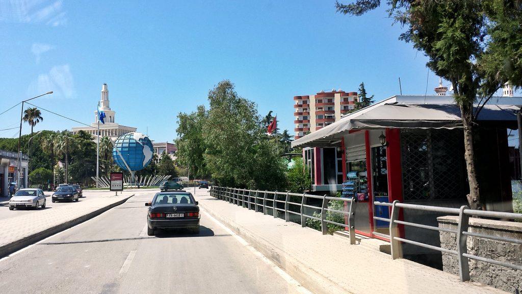 Weltkugel Rathaus Fier Albanien