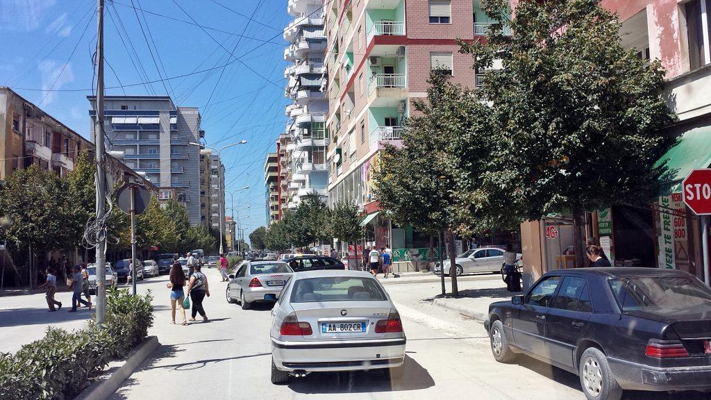 Stromleitungen Fier Albanien