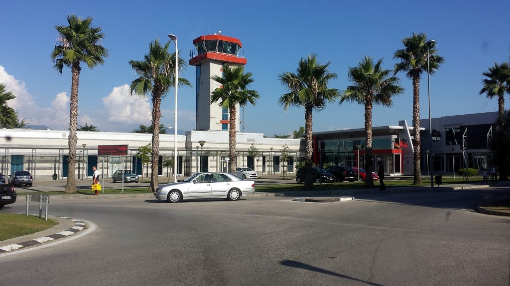 TIA Internationaler Flughafen Tirana