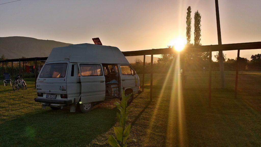 Bulli VW Bus Sonnenuntergang Albanien Roadtrip