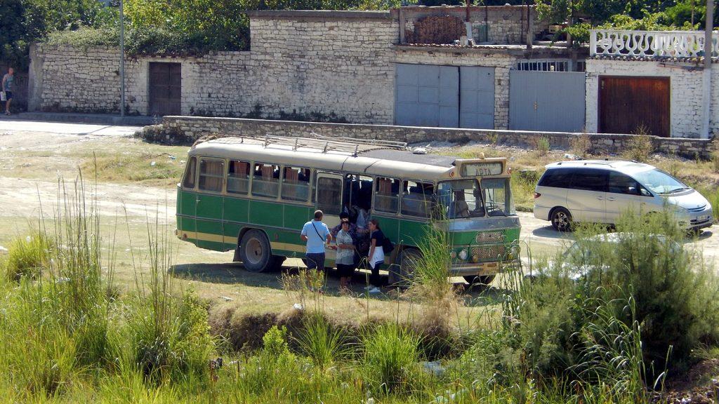 Sehr alter Linienbus, Berat, Albanien