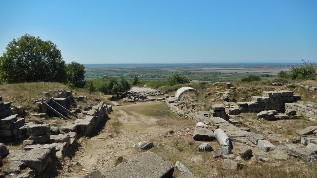 Ruinen von Apollonia mit Blick auf die Myzeqe-Ebene
