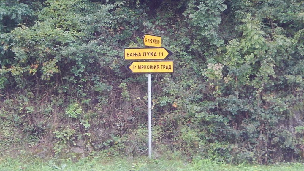 Kyrillischer Wegweiser nach Banja Luka