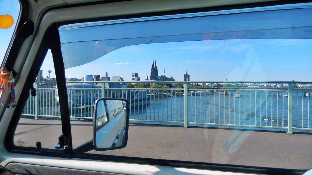 Mit dem Bulli mitten durch Köln