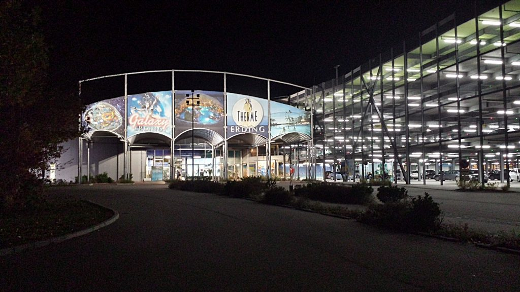 Therme Erding Eingang be Nacht