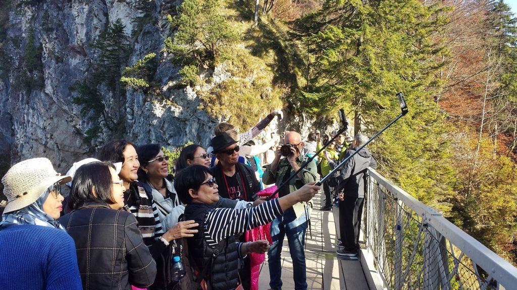 Japonesen Asiaten Japaner Chinesen Touristen Neuschwanstein Marienbrücke Pöllatschlucht