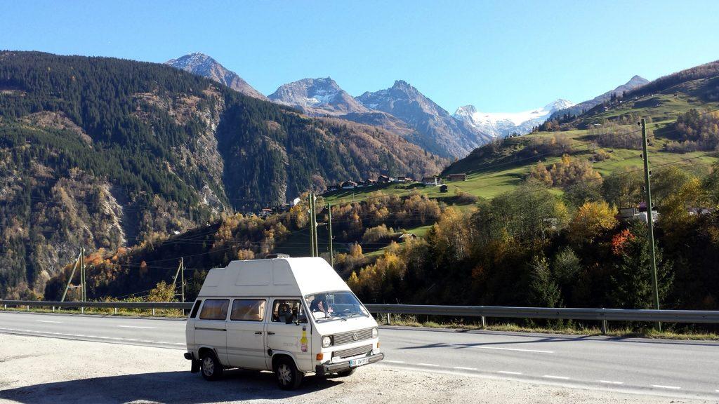 Bulli VW T3 am Oberalppass