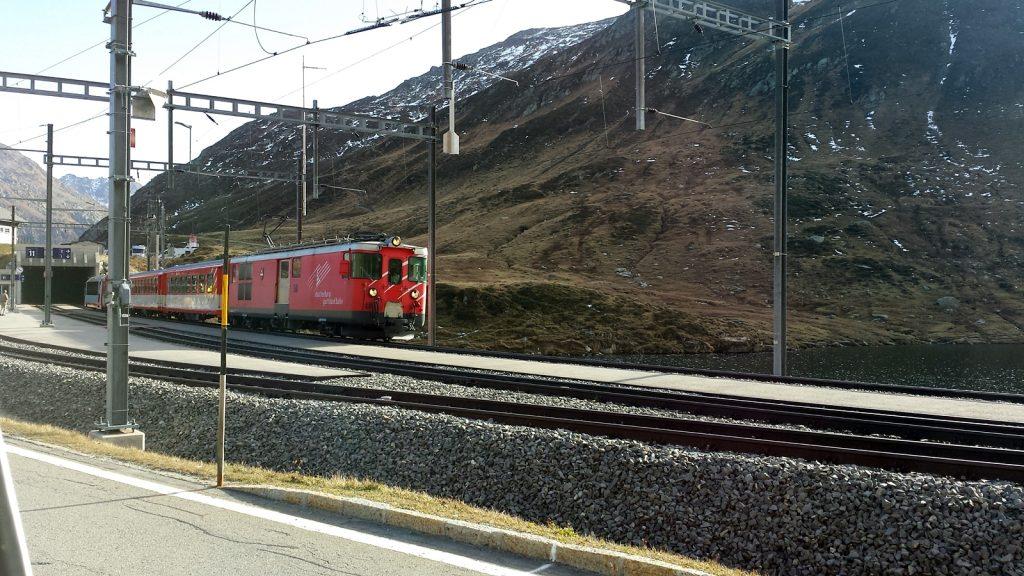 Matterhorn-Gotthard-Bahn am Oberalppass, Glacierexpress