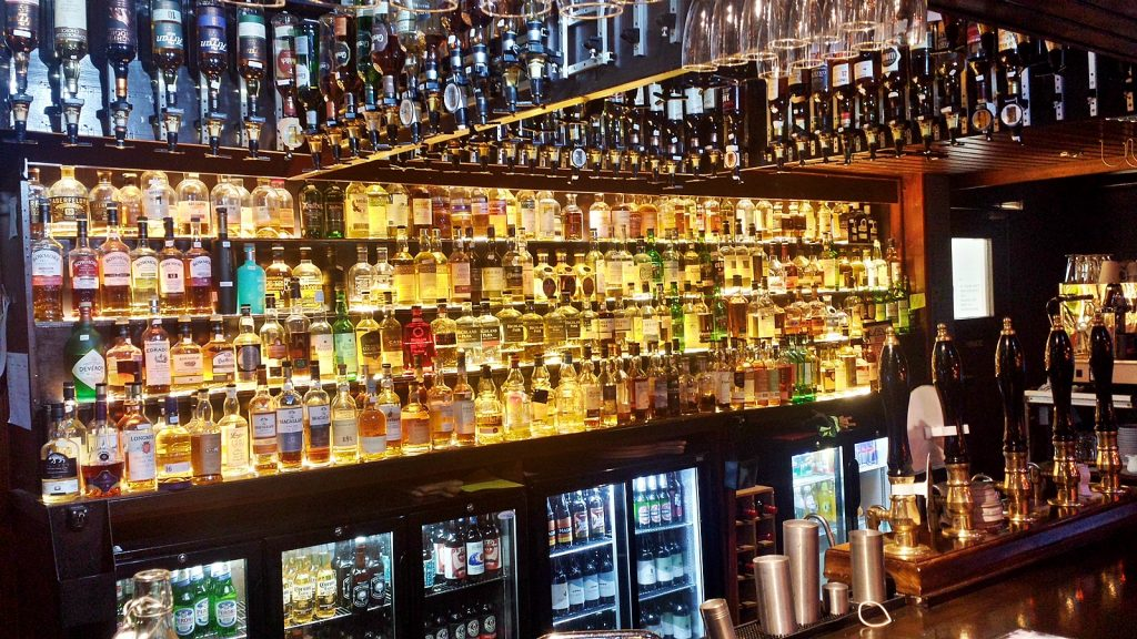 Rund 150 Whiskies hat die Bar auf Lager