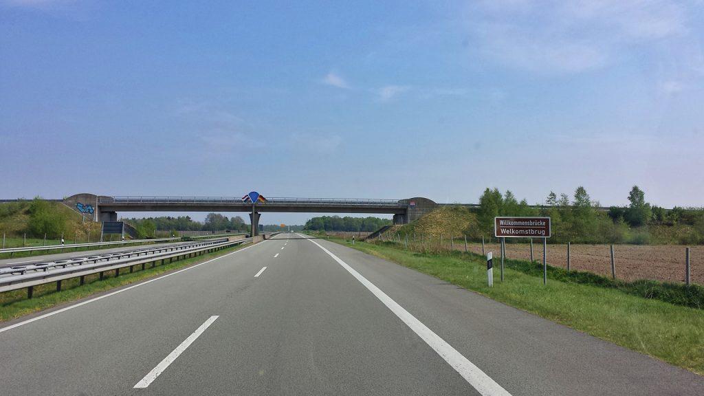 Die niederländisch-deutsche Grenzbrücke
