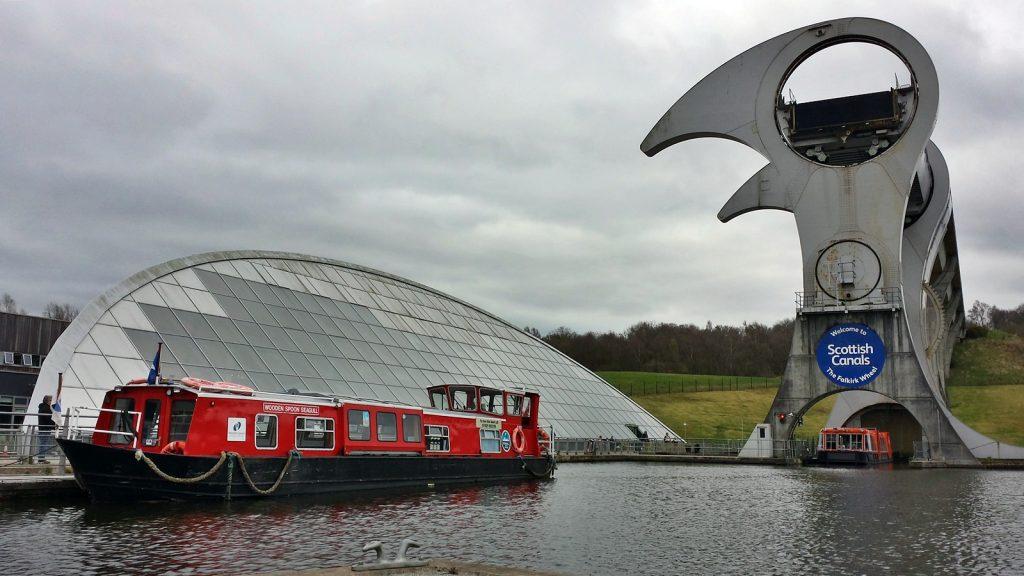 Das Boot ist unten angekommen: Falkirk Wheel