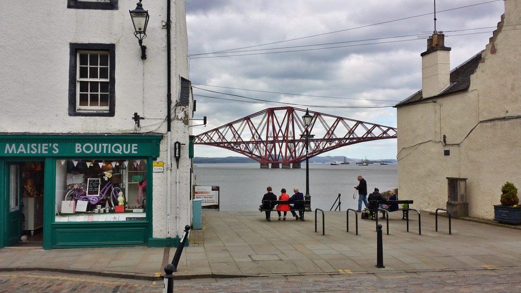 Blick auf die Firth of Forth Bridge