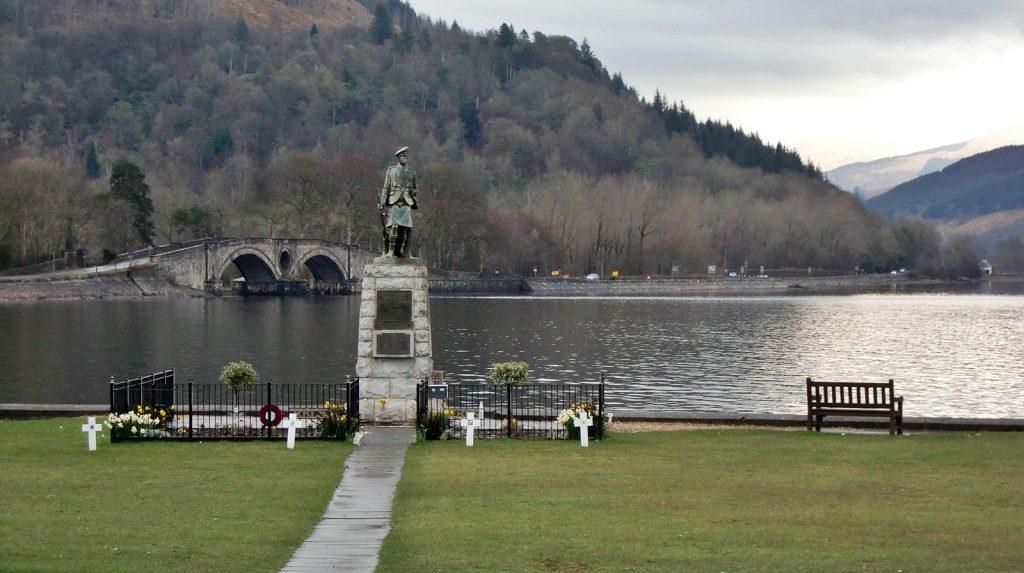 Inveraray, Blick auf Loch Lyne und die Aray Bridge aus dem Jahre 1775